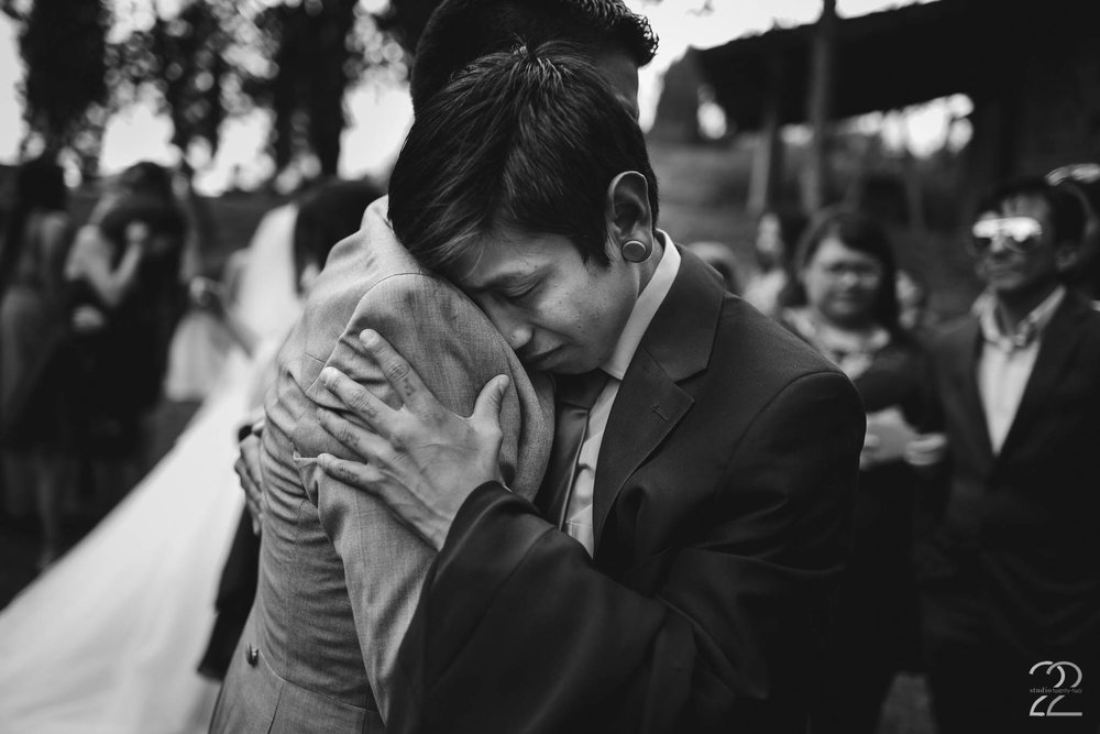 Black and White Wedding Photo | Destination Wedding in Ecuador | Ecuador Wedding Photo | Wedding Photographers in Ecuador