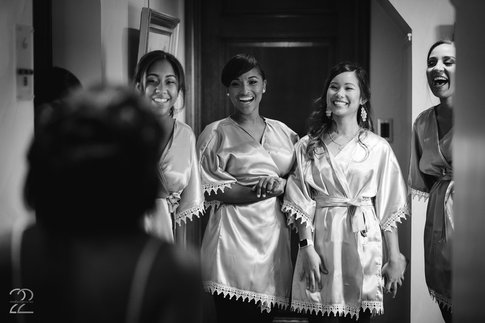 Bridesmaids First Look | Cincinnati Wedding Photo | Wedding Photographers in Cincinnati | Greenacres Wedding Photo