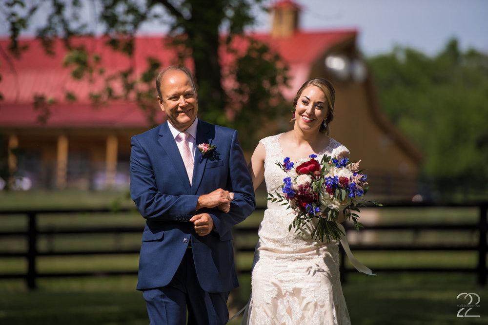 Dayton Wedding Photographers | Canopy Creek Farm Weddings | Wedding Photos in Dayton Ohio | Ohio Barn Weddings | Outdoor Wedding Photos