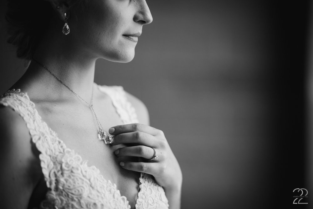 Bryn Du Mansion Wedding Photos | Columbus Wedding Photographer | Wedding Photography in Columbus | Unique Wedding Jewelry | Destination Wedding Photographers