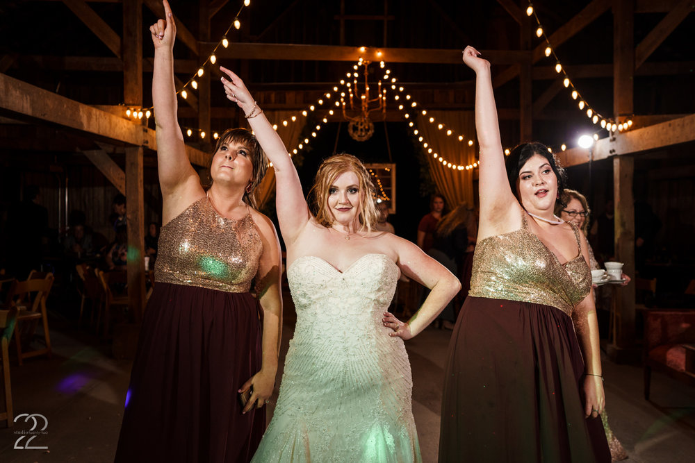 Warrenwood Manor Weddings | Lexington Wedding Photographers | Hamilton My Shot Pose | Schuyler Sisters | Louisville Wedding Photographers