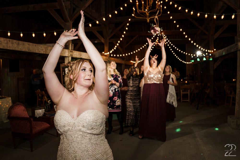 Bouquet Toss Photos | Warrenwood Manor Wedding Photos | Lexington Wedding Photographers | Wedding Photographers in Louisville | Destination Wedding Photographers