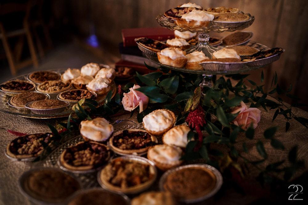 Country Wedding Reception Ideas | Southern Wedding Ideas | Wedding Pies | Warrenwood Manor | Lexington Wedding Photographers