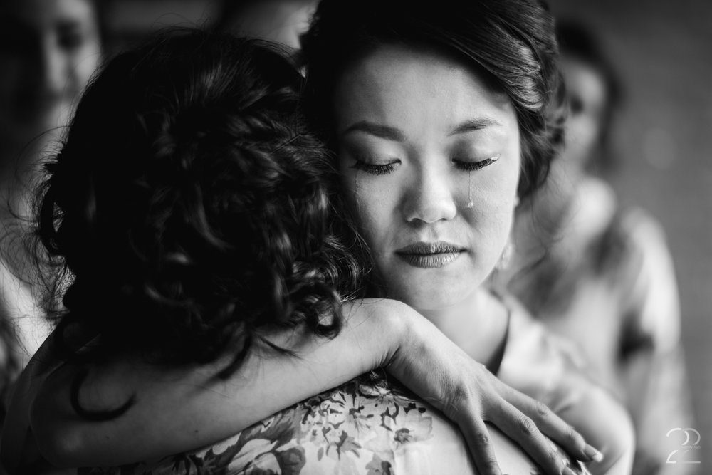 The Willow Tree Wedding Photo | Bride Crying Wedding Photo | Dayton Wedding Photographers | Wedding Photographers in Columbus | Cincinnati Wedding Photography