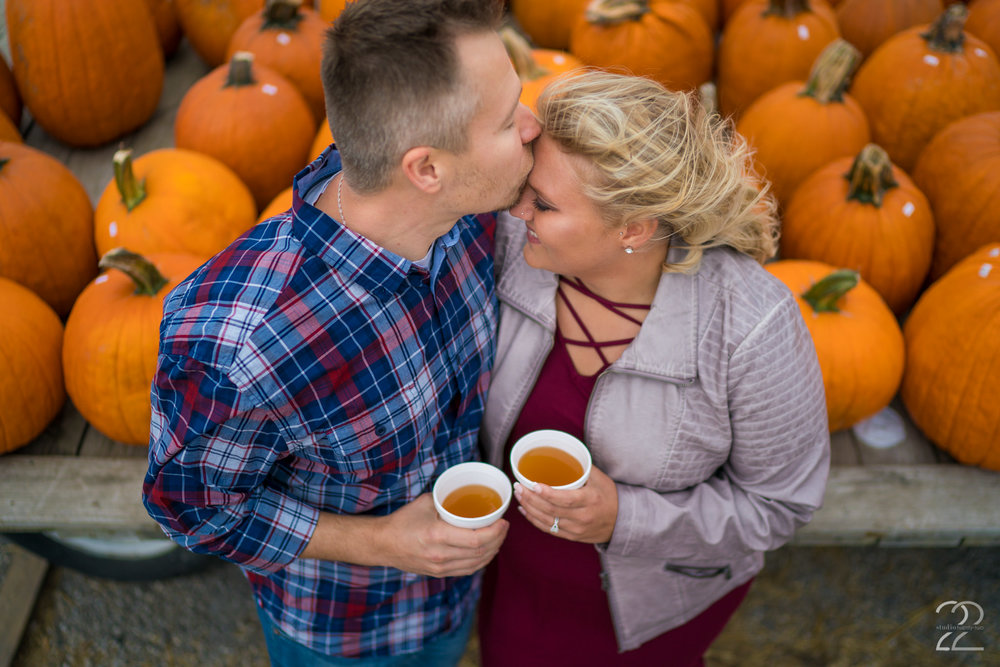 Lynd Fruit Farm Engagement Photos | Columbus Engagement Photos | Columbus Wedding Photographers | Columbus Engagement Photography | Autumn Engagement Photos