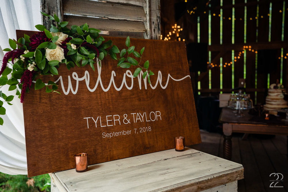 We could not get over the elegant decor that Elizabeth Ann Events pulled together with Sherwood Florist. They made the already stunning Canyon Run Ranch into a masterpiece.