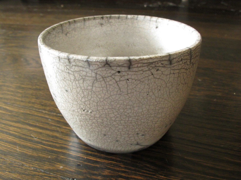 Crackled flower pot.