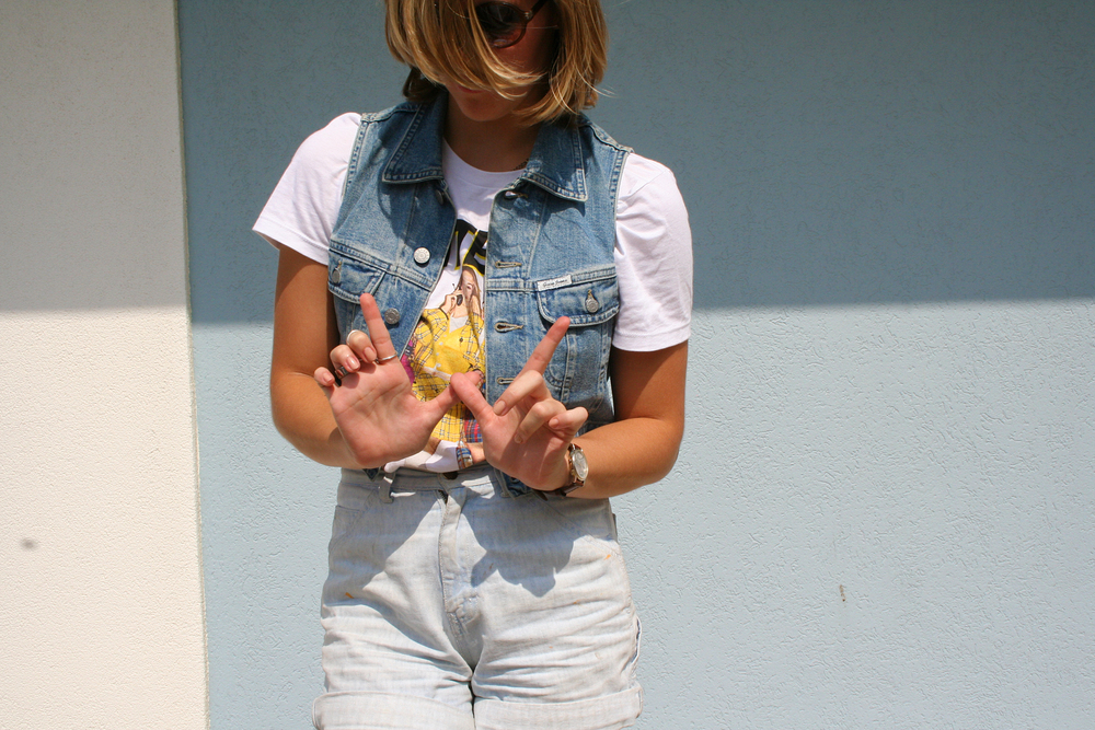 photo: Kierstin | vest: Guess, top: Urban Outfitters, shorts: Goodwill