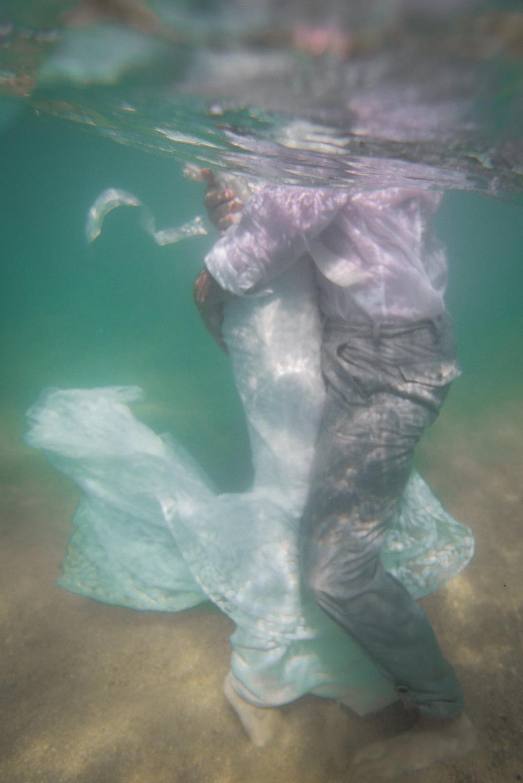 under-water-wedding-pictures