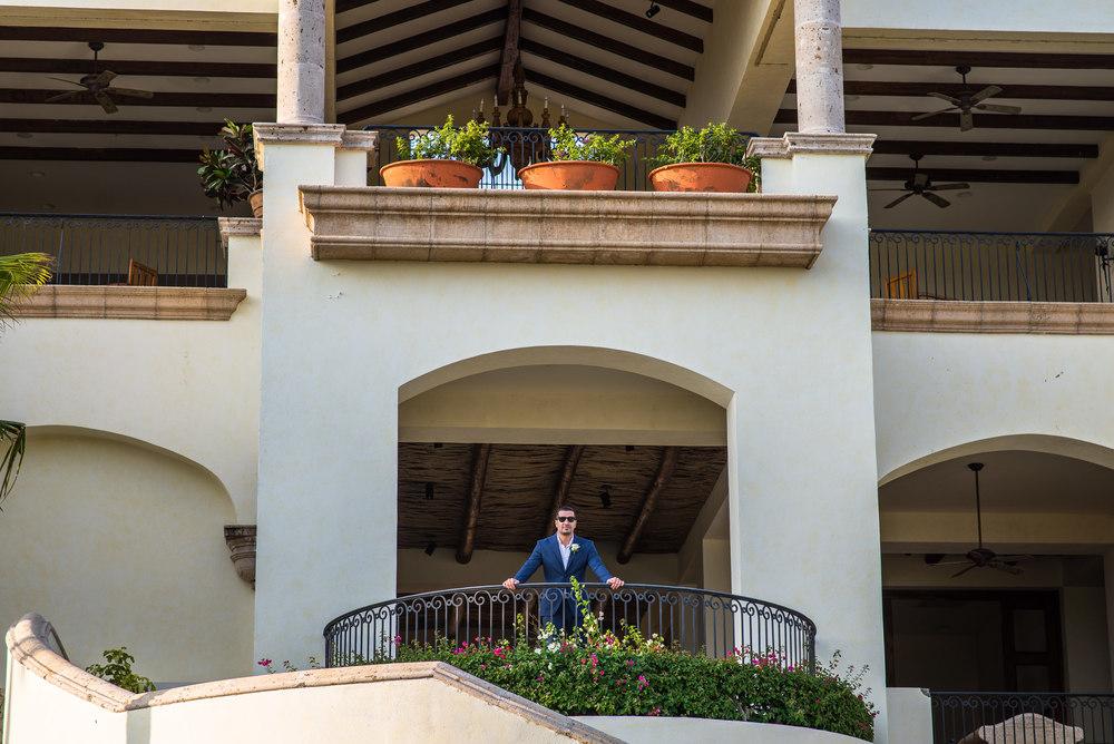 groom-portrait-Los-Cabos