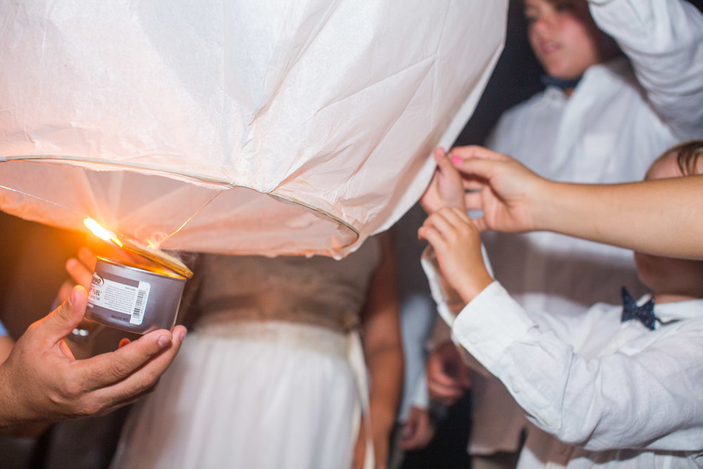Sky-lantern-for-your-wedding
