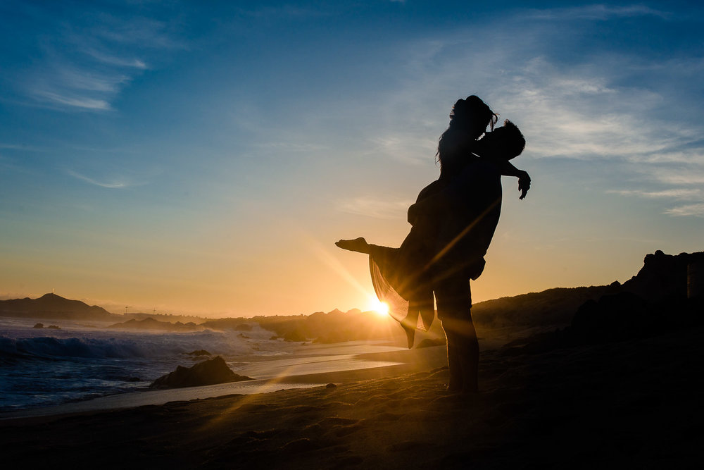 Romantic engagement photos by photographer in Cabo GVphotographer