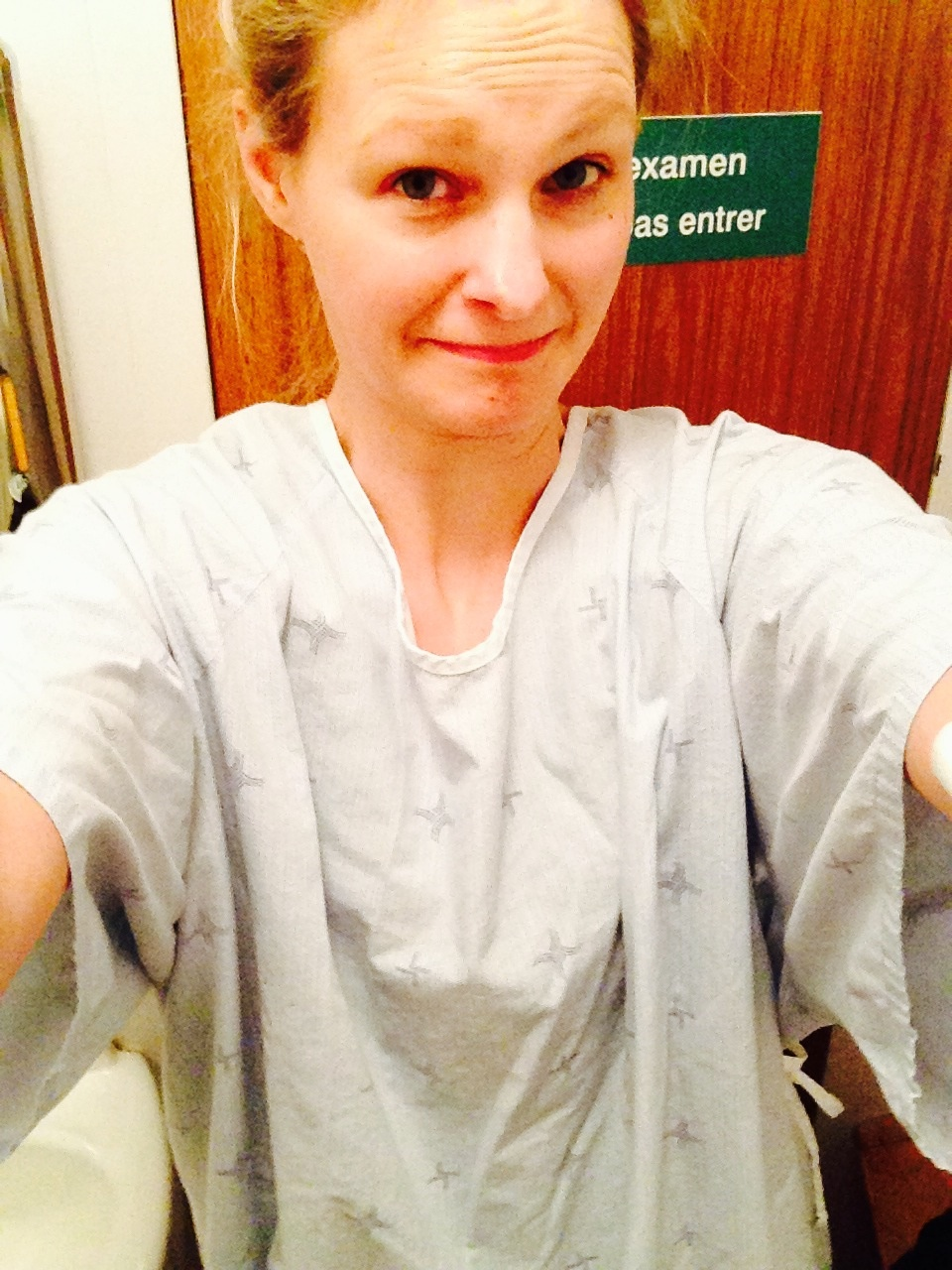 Beim ersten Ultraschall im Krankenhauskittel