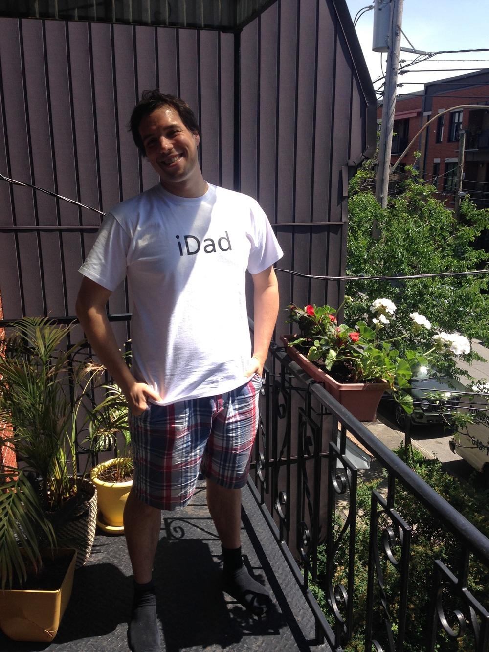 Max neues T-Shirt - sein erstes Vatertagsgeschenk