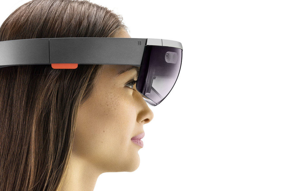 HoloLens1-col-Portrait3.jpg