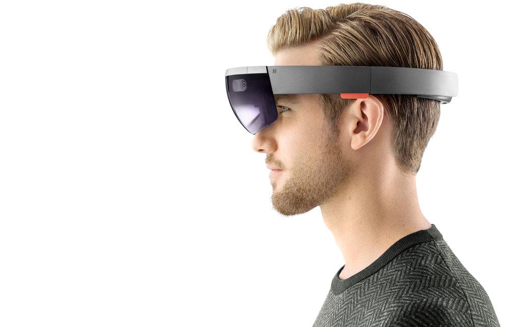 HoloLens1-col-Portrait4.jpg