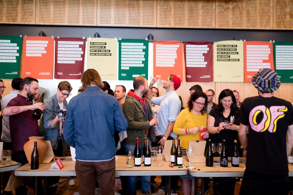As seen here at Budburst 2016, natural wine brings together all sorts of different people, for different reasons. Where do health concerns come into this? Amongst the crowd was a noticeable contingent of people new to the wine world. Sylvaine ponders wether natural wine means something completely different to this health-conscious crowd.