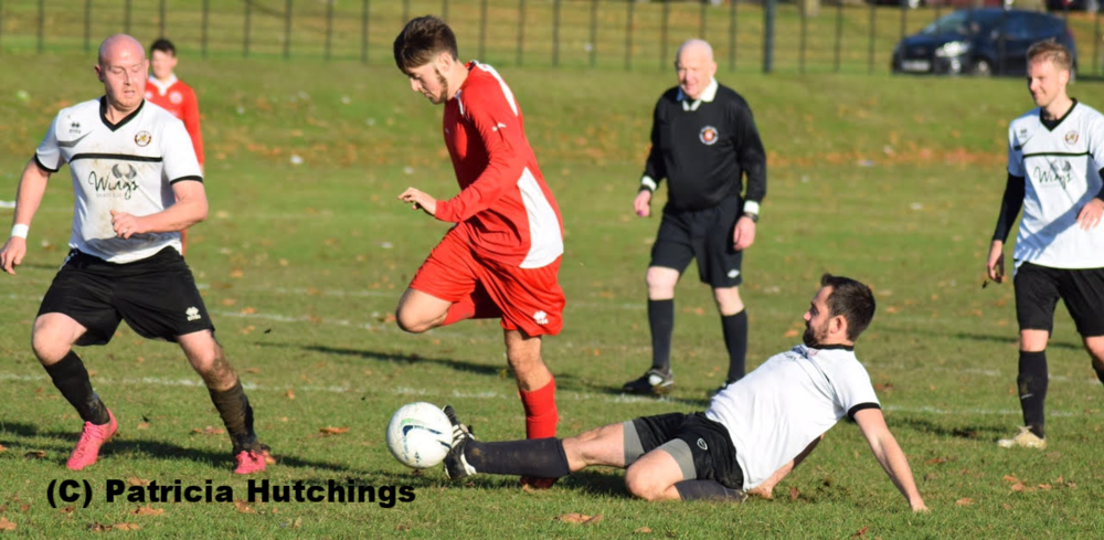 Action shot from Woolwich Spartans v Danson Albion caught by passing photographer Patricia Hutchings. @patsyhutchings2