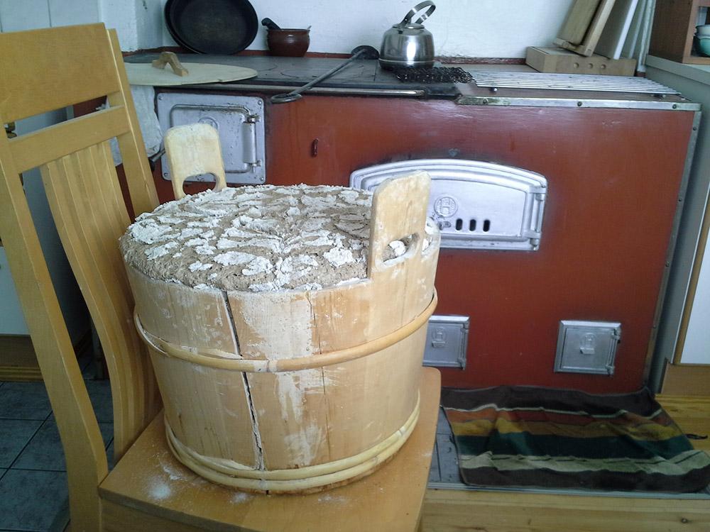 Tässä kuvassa on ruisleipätaikinaa, ei suinkaan sipulikeittoa.
