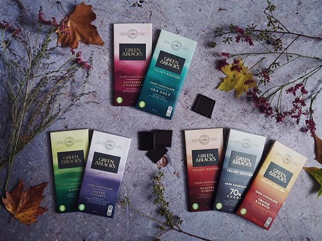 I've never really been a fan of dark chocolate as I have always found it way too bitter but then along came the new Velvet Edition bars from @greenandblacks and I am a total convert now. Dark chocolate with a smooth velvety finish that is simply not too intense.  They also happen to come in a variety of signature flavours just to tempt you that little bit further. They really are the perfect afternoon pick me up and I just cannot stop myself from indulging – Good thing we're heading towards winter 😉 #darktalesretold #greenandblacks #ad - *Competition Time* Because I am feeling extremely generous I am giving a way a set of the new Velvet Edition bars from @greenandblacks. You will receive one of each of the following flavours: 70% Cocoa, Roasted Almond, Raspberry & Hazelnut, Salted Caramel, Sea Salt, Orange & Almond and Mint. All you have to do is make sure to like this image and:  1.Follow both @greenandblacks and myself @ariannasdaily  2. Tag a friend who you think might also enjoy this. For extra entries tag a different friend as a separate comment - Competition ends on Wednesday 18th October at midnight GMT. UK entrants only. Winner will be announced w/c 16th Good luck! 🖤 - #flatlay #flatlays #greenandblack #greenandblacks #chocolate #chocolatelovers #foodstyling #theeverygirl #flashesofdelight