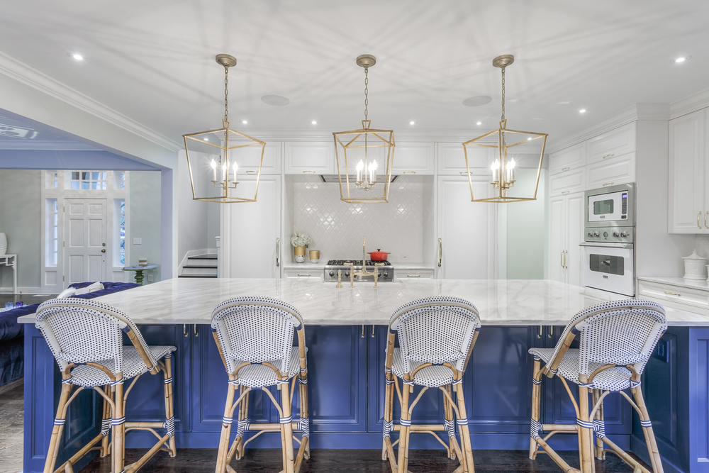 BlueandWhiteKitchen3-GrayscaleDesign.jpg