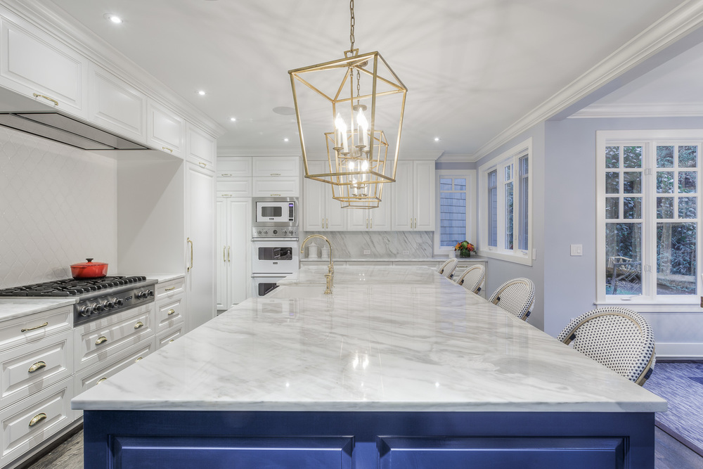 BlueandWhiteKitchen5-GrayscaleDesign.jpg