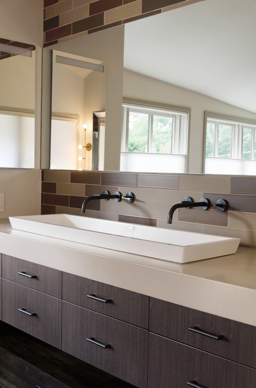 MasterBathroom5-GrayscaleDesign.jpg