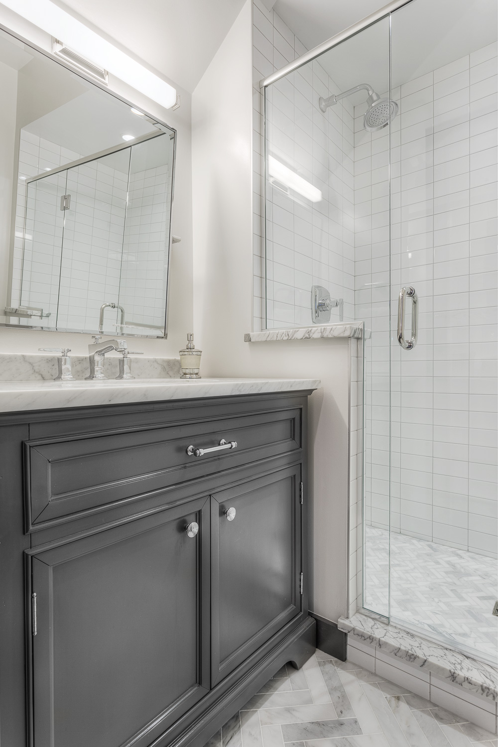 GrayBathroom-GrayscaleDesign.jpg