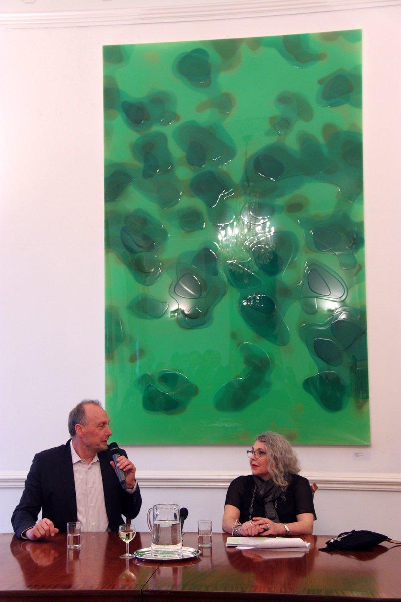 藝術家彼得 ‧ 辛默曼 (左) 與藝術顧問蕊娜 ‧ 費絲特 (右) 於展覽開幕現埸進行座談分享 Peter Zimmermann (left) and Renee Pfister (right) having a Q&A session during the opening reception