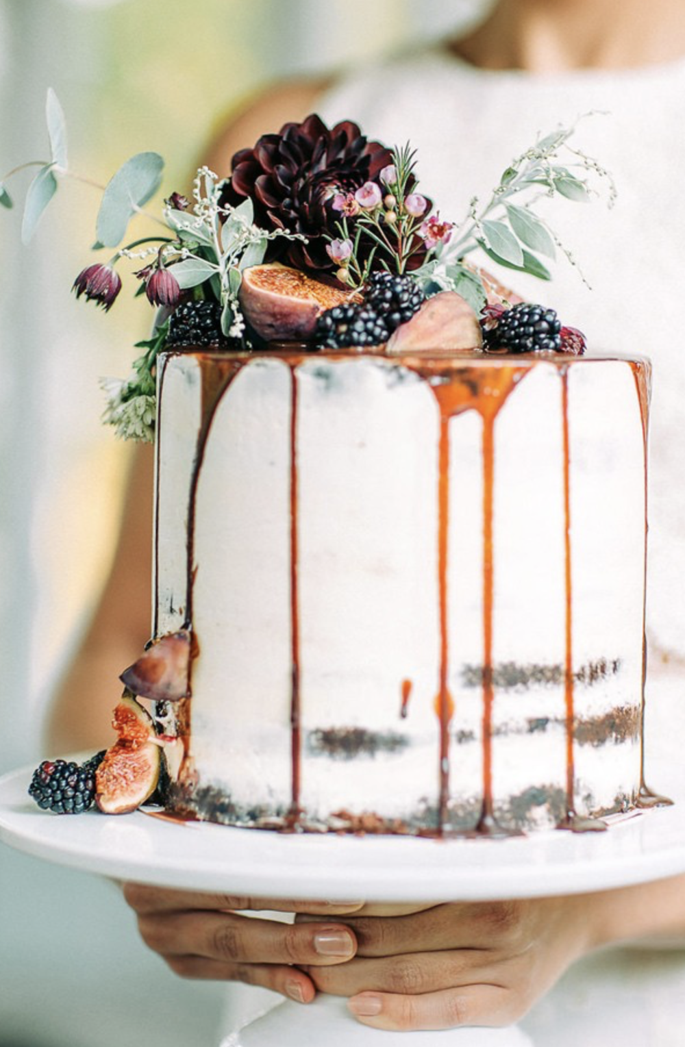 22 visually superb drip wedding cakes |  You and Your Wedding