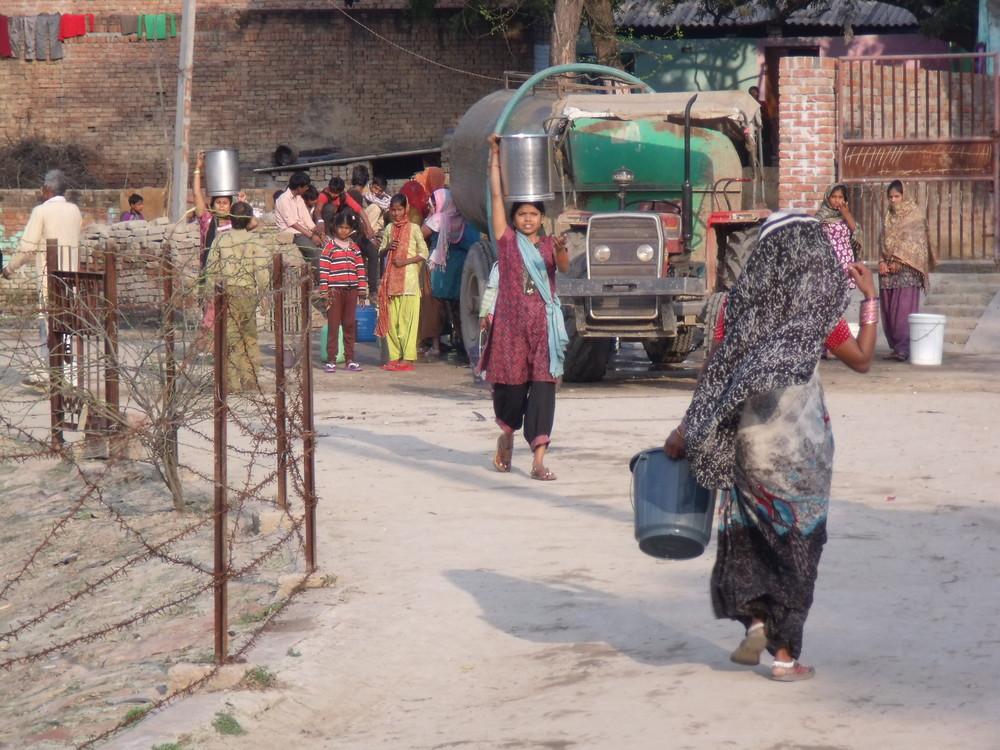 2014-CURE-Agra-Ambedkar Nagar-Water tankerFeb14 SS.jpg