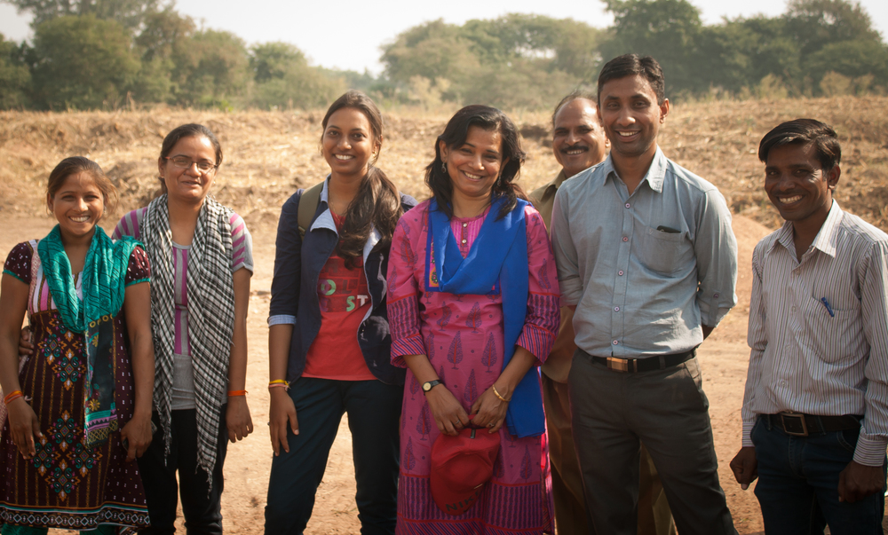 Field staff at PSI (from left to right): Heena, Amrita, Pooja, Anitha,Driver Bhaiya, Satish and Dalpad.   Photography: Praveena Sridhar, FRANK Water India Coordinator