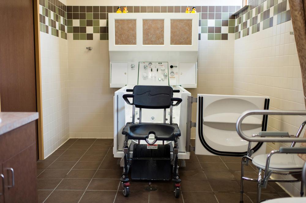 Bathtub with chair.jpg