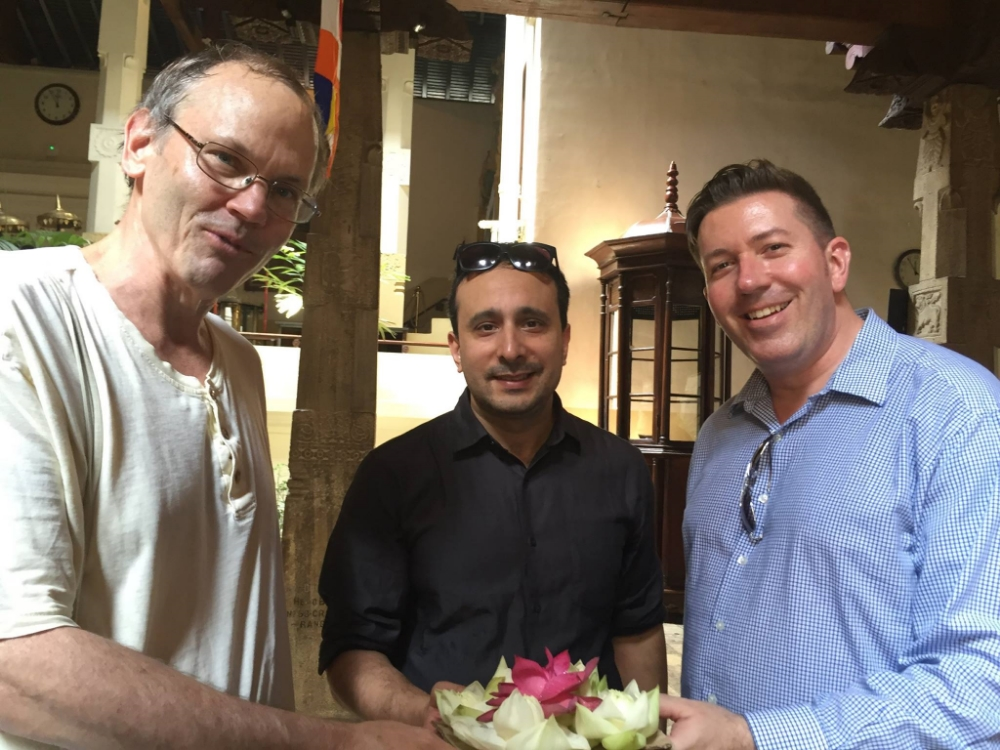 Professor Alex Hinton of Rutgers University, Professor Giorgio Shani of ICU, and Program Director Mark Flanigan of the Japan ICU Foundation at the Sri Dalada Maligawa (Temple of the Sacred Tooth Relic) in Kandy.