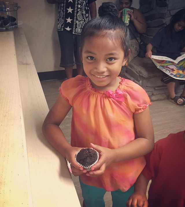 This is one of the 70 kids at one of the shelters that we drop off healthy food to. She's holding one of the vegan chocolate BEET muffins that we made, with beets that would've been thrown away. Instead we've incorporated them into all sorts of healthy snacks for kids.  This is the reason why we do this!  ____________________________________________________________________________________________________________#applestoapplesauce #nonprofit #growinghealthygenerations #endfoodwaste #endchildhunger #beets #vegan #muffins #portland #oregon #healthy #kids #glean #bake #donate