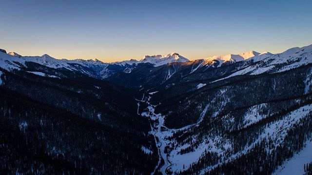 Another one from the past few early missions....sunrise in the San Juan's! Cool perspective using the drone as the sun just starts to hit the tips of the mountains. #colorado #co #beautiful #mountains #silverton #sanjuans #sunrise #tooearly #sun #aerial #drone #dji #phantom #visitsilverton