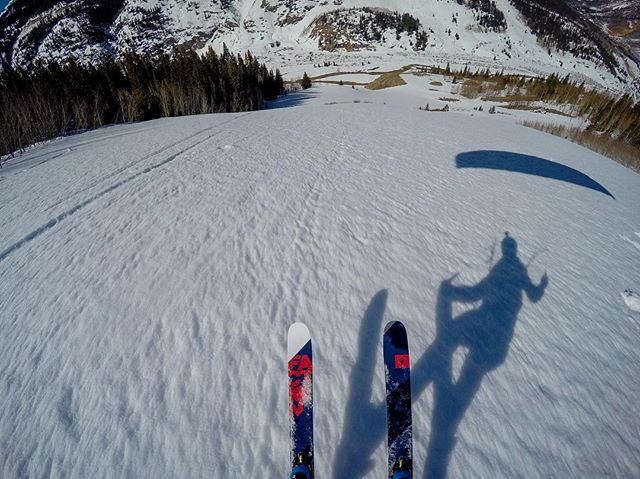 Getting in a quickie before doing taxes 😑. Shadow dancing! Big thanks to @j_rockit for the shuttle up! #fly #flying #ski #skiing #swing #hybrid #photo #shadow #gopro #silverton #co #colorado #mountains #factionskis @factionskis #taxseason