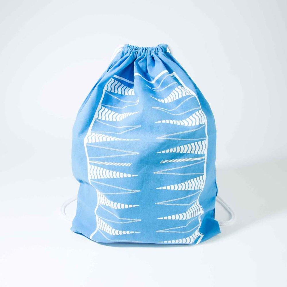 original-backpack-backgammon-checkers-set-blue-bird_hero_by_studio_nicco_nyc.jpg