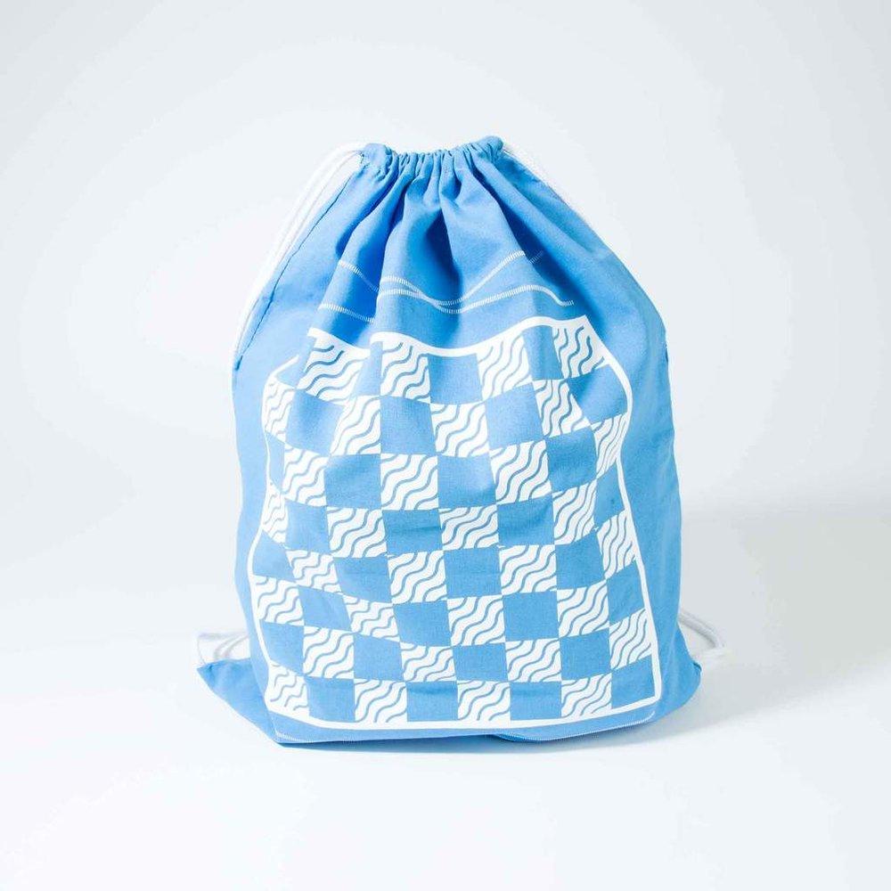 original-backpack-backgammon-checkers-set-blue-bird_4_by_studio_nicco_nyc.jpg