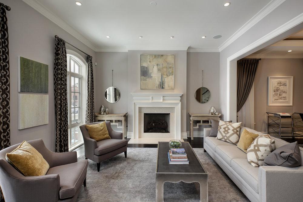livingroom_2712nlakewood.jpg