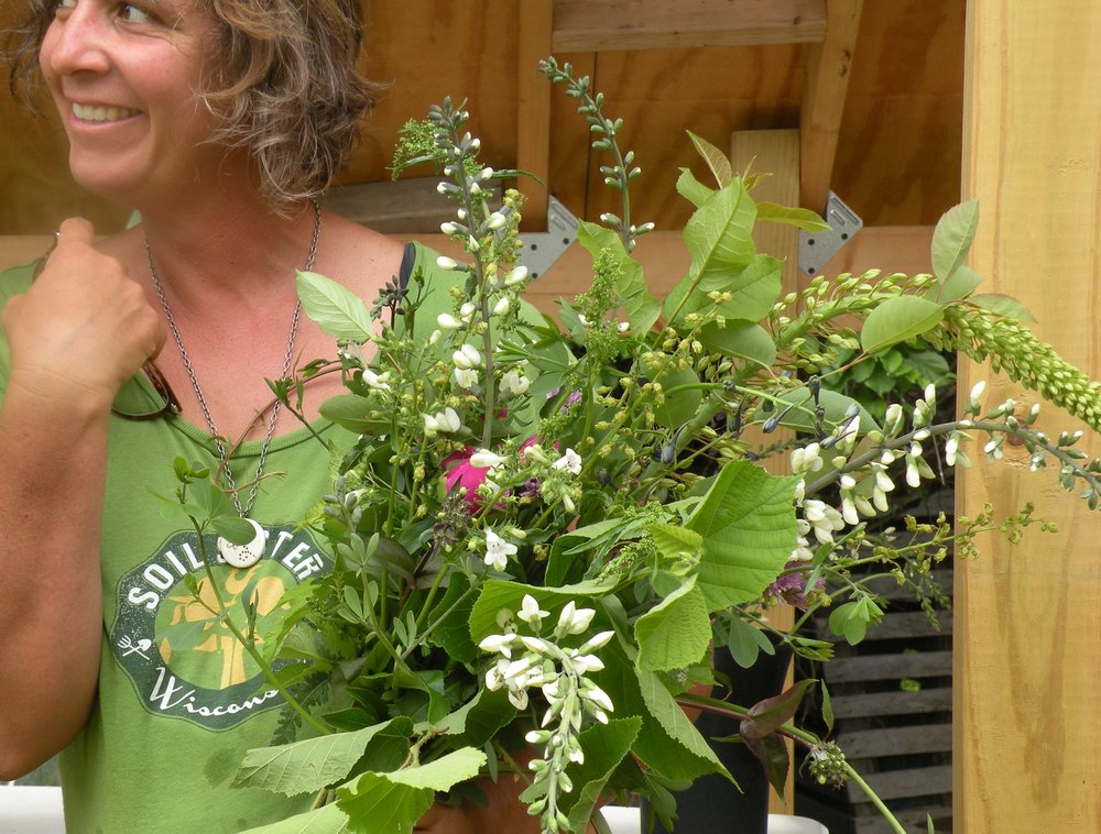 Erin Demonstrating Dried Flower bouqeuts as part of a Field to Vase Flower Workshop