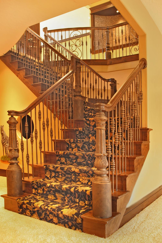 Murdoch Stairway to Basement