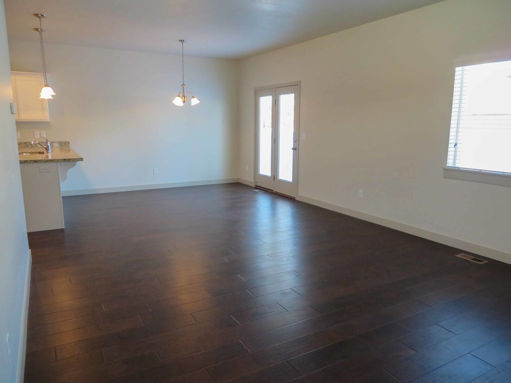Amara Oaks - Living Room 01 - website.jpg