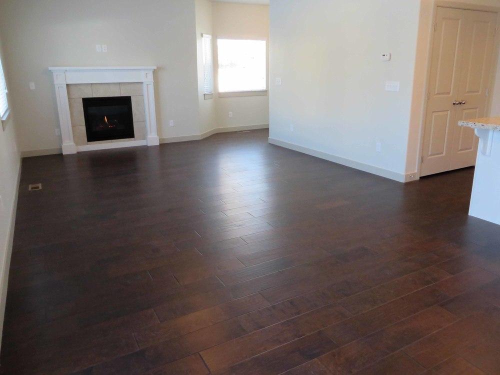 Amara Oaks - Living Room 05 - website.jpg