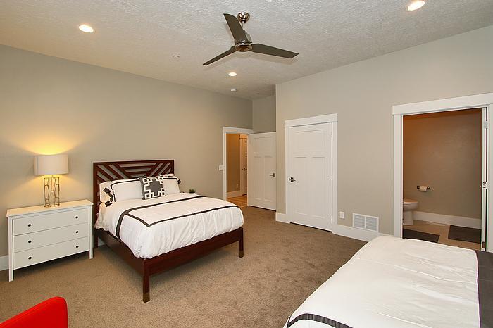 Bedroom 04.jpg