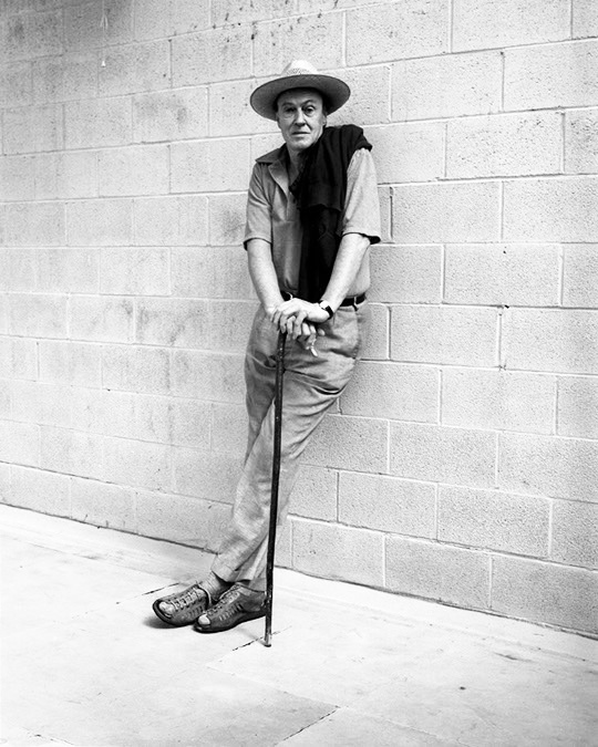 "theimpossiblecool :     ""Those who don't believe in magic will never find it.""   Roald Dahl, writer, 1978.     Royalty."