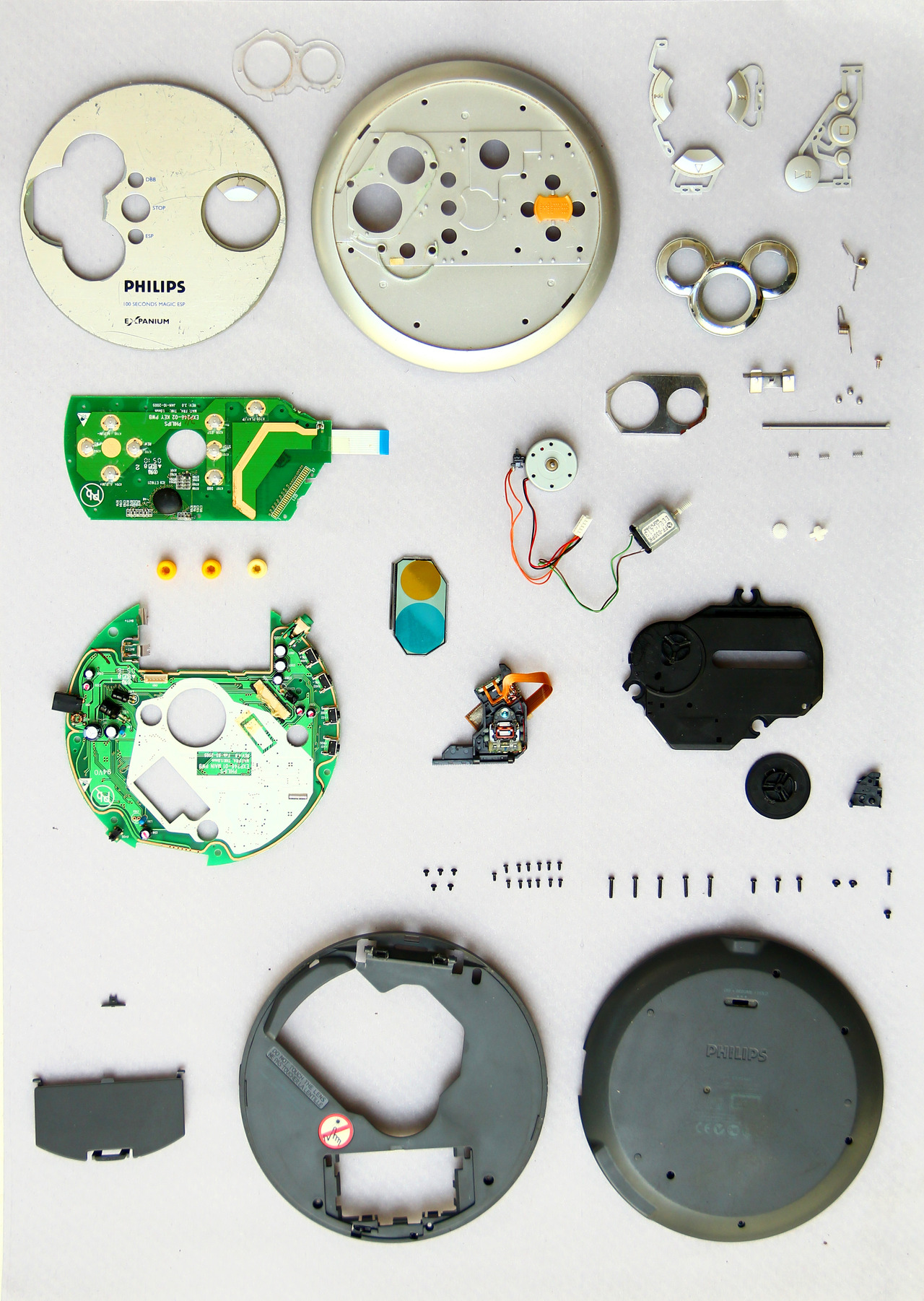 thingsorganizedneatly: SUBMISSION:Disassembly, and sistematic organization of an old, unfunctioning Discman, as a practical assignment for the subject Introduction to Industrial Design of the career Industrial Design - Universidad Nacional de Córdoba - Argentina. Extraordinary machine. In parts and pieces.