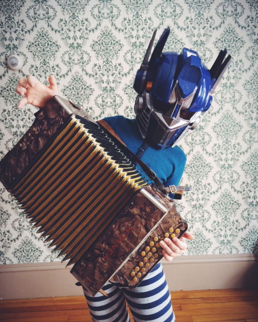 tumblropenarts: Artist Name:Shawna Gibbs Tumblr:http://mysummerwithoptimusprime.tumblr.com Jamming with Optimus Prime on yet another snow day. Possibly the most amazing photograph I've ever seen.