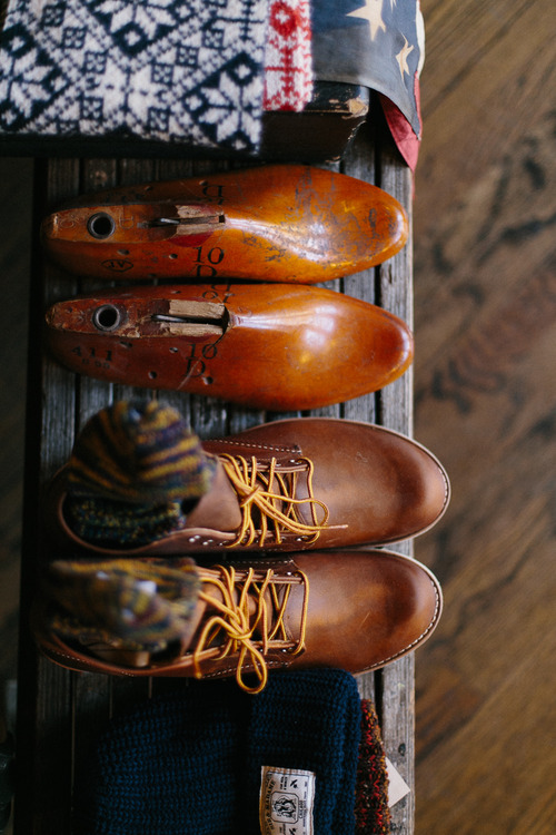 Like tin cups, I also have a thing for shoe lasts. Seriously. It's not like I'm ever going to make a pair of shoes, but they're perfect as bookends. Yep…you can have that one.