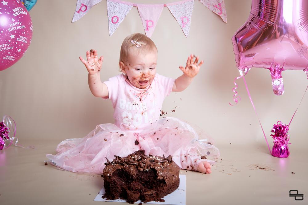 Poppy Smashes the Cake